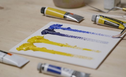 In what ways does Cobra differ from traditional oil paints?